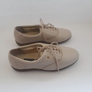 Easy spirit lady's shoes size 7,2,e